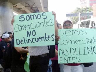 Comerciantes ambulantes salen a las calles a protestar