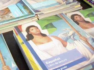 Autoridades federales dieron el banderazo de salida para la distribución de los libros