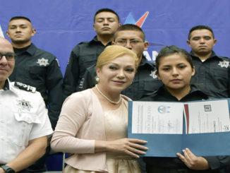 Ana Balderas Trejo, alcaldesa municipal, encabezó la ceremonia de graduación de la generación 2017 de la Academia de Policía de la Dirección de Seguridad Pública y Tránsito Municipal de Atizapán de Zaragoza.