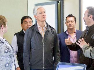 El edificio que recorrió el gobernador Alfredo del Mazo tiene dos niveles, 20 aulas, cuatro laboratorios de cómputo con 80 equipos