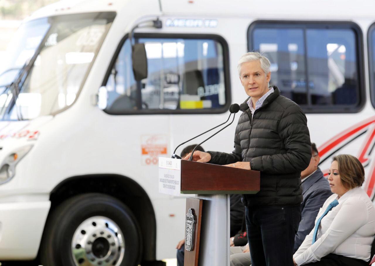 Señala que los operativos se llevan a cabo para brindarle mayor seguridad a las familias mexiquenses, y hacer del transporte público, un transporte mucho más seguro y más eficiente.