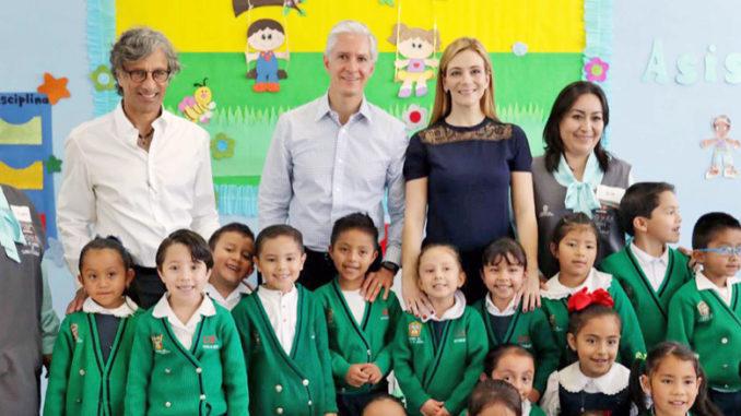 Destaca que la construcción de ambas escuelas fue resultado del trabajo coordinado entre los gobiernos federal y estatal, así como de la Fundación Carlos Slim.