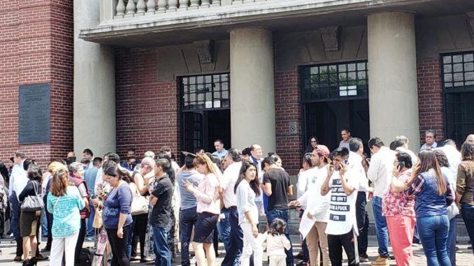 En el Palacio Municipal los trabajadores desalojaron conforme los protocolos.