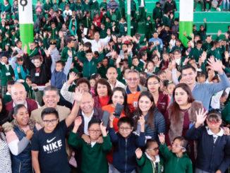 El alcalde, Raciel Pérez Cruz, hizo la entrega de más de 100 lentes graduados en dos primarias