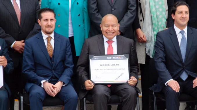 Raciel Pérez Cruz recibió el reconocimiento al Esfuerzo Hacendario Municipal